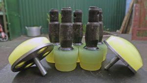 Замена пальцев рулевых наконечников на полиуретановые.